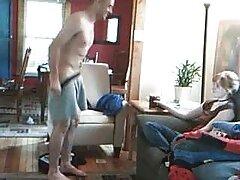 Gay mettere un lesbiche violente amico sul suo cazzo