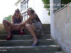 Striscia gli studenti del calore e video seduzione lesbica lasciare che il suo amico a scopare con una banana