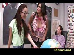 Uno studente della scuola di hood sembrava casting film hard lesbiche per guadagnare soldi extra