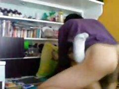 Skinny ragazza in sessione di massaggio finito con una posa dall'alto video milf lesbo
