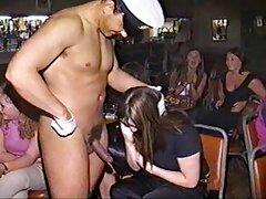 Attaccare una malena lesbica bionda con grandi seni
