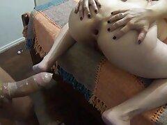 Tiny video porno lesbiche in ufficio mostra i biscotti che sono soffici su Periscope-2