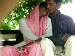 Madre xxx video lesbiche scopata davanti a sua figlia