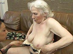 Cool Snow Maiden friggere l'ano e bere sperma video porno con lesbiche