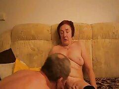 Sulla procedura di video porno vecchie lesbiche massaggio, una bella bruna catturato estasi