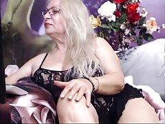 Brutalmente scopata bruna in film erotici lesbian gola