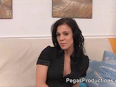 Mostra il seno in silicone figliastro video porno italiani lesbiche nuovo