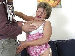 La bruna con le grandi tette di questa resa al proprietario del banco dei pegni video giovani lesbiche nel suo ufficio